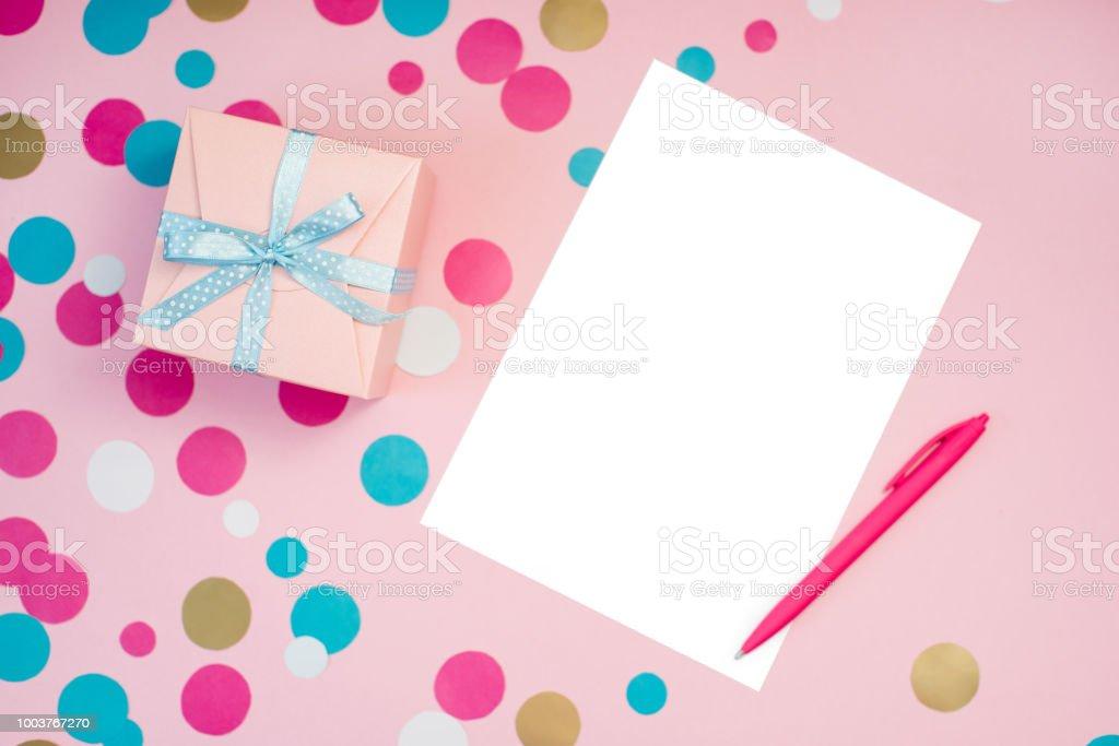 Dekorierten Schachteln Konfetti Und Leeren Weißen Blatt