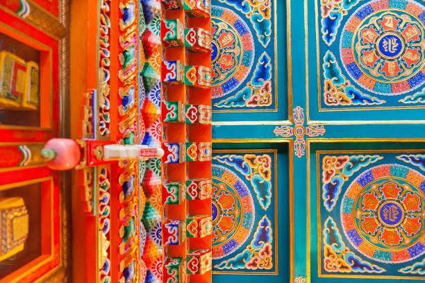 Dekorierte Decke im tibetischen Buddhismus-Tempel – Foto