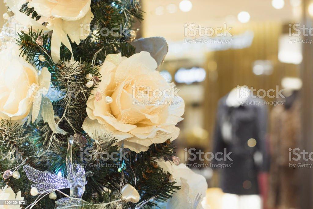 Pastellfarbene Christbaumkugeln.Weihnachtsbaum Luxus Pastellfarbene Bluten Mit Textfreiraum