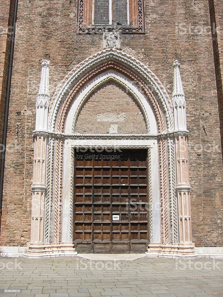 Decorated church door in Venice​​​ foto