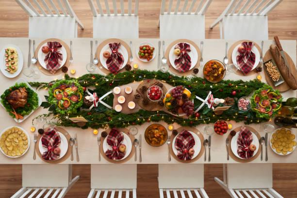 dekorierten tisch - weihnachten vietnam stock-fotos und bilder