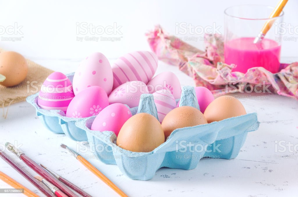 Decorated fresh eggs on white background - foto stock