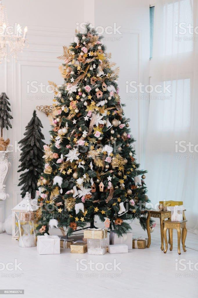 verziert gold weihnachtsbaum mit goldenen patchwork. Black Bedroom Furniture Sets. Home Design Ideas