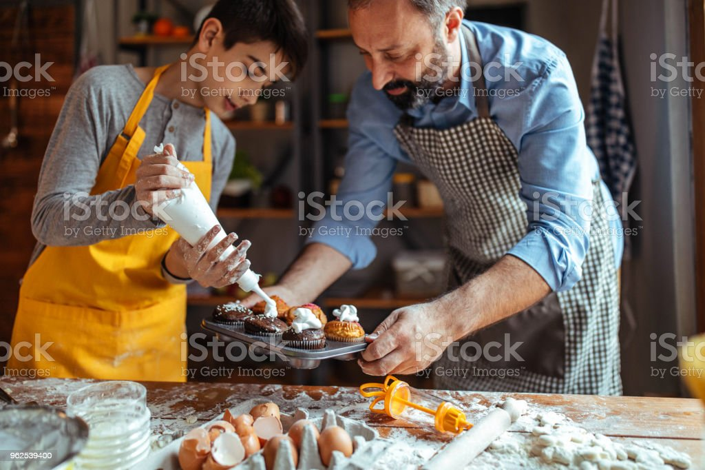 Decorating cupcakes - Royalty-free Adult Stock Photo