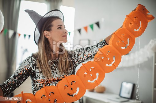 istock Decorating home for Halloween 1181676827