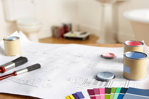dekorieren werkzeuge und materialien - bemalte tontöpfe stock-fotos und bilder