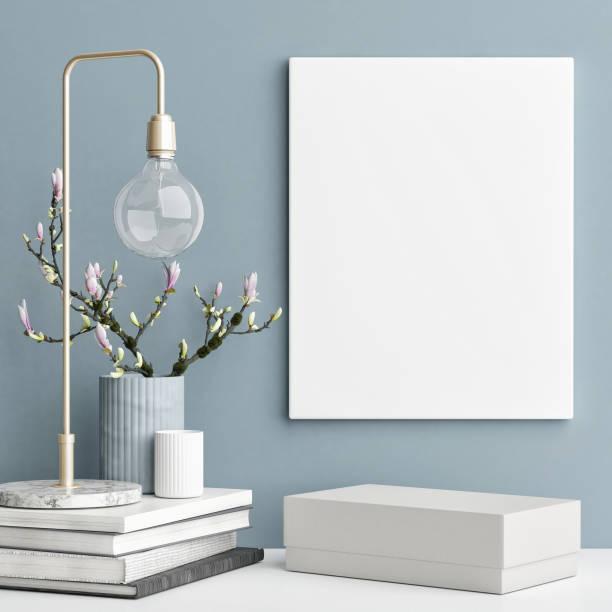mock-up poster an blauen wand dekoration konzept innenraum - holzfiguren stock-fotos und bilder