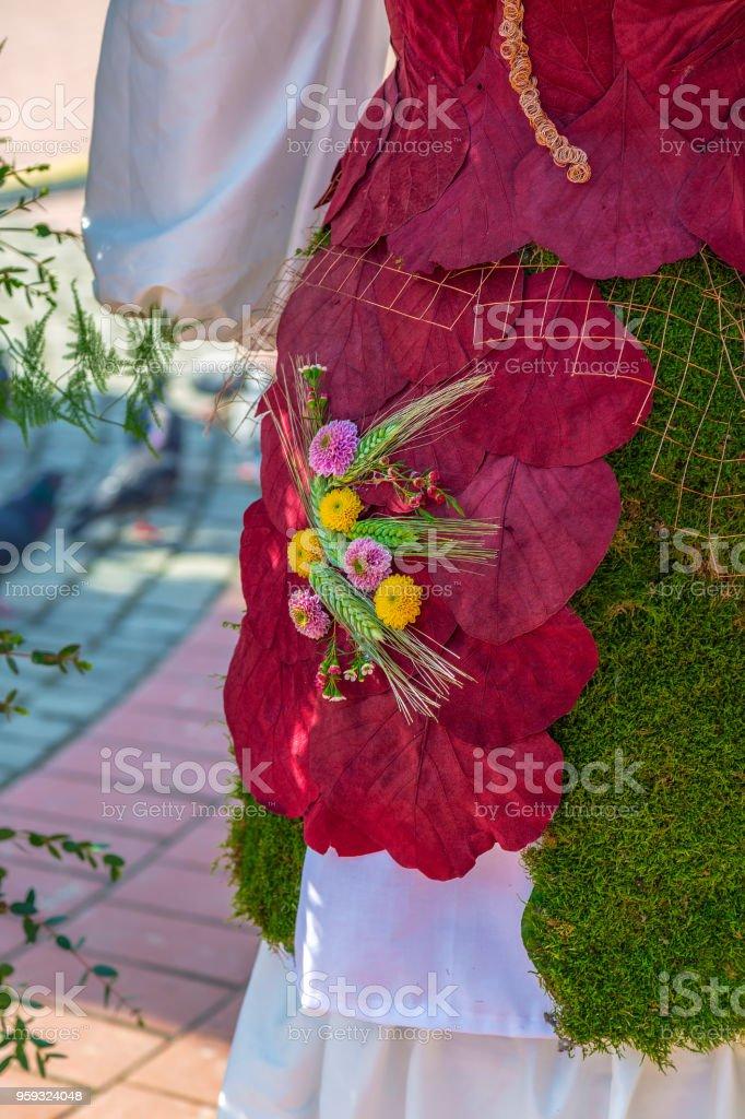 Détail de la décoration des feuilles décoratives, des champignons des plantes et des fleurs - Photo