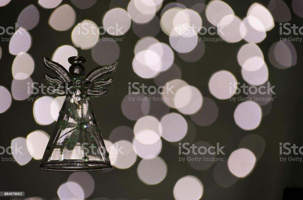 Weihnachtsbeleuchtung Engel.Dekoration Für Weihnachten Erhebt Sich Der Engel Vor Dem Hintergrund