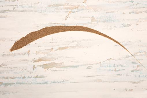 오래 된 나무에 황금 해변 모래의 장식 호 각도에 대한 스톡 사진 및 기타 이미지