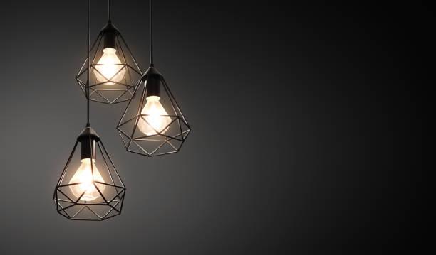 dekoracyjne lampy sufitowe / wiszące światła na ciemnym tle z kopią przestrzeni - lampa elektryczna zdjęcia i obrazy z banku zdjęć