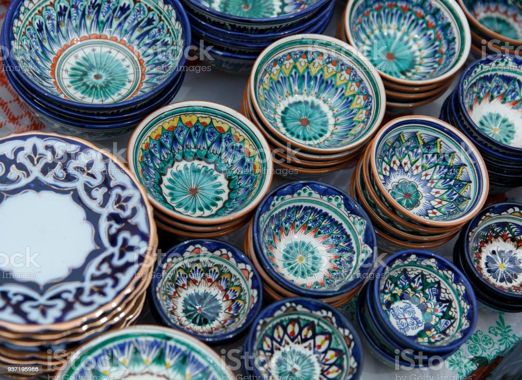 Dekorative Keramik Tassen mit traditionellen Usbekistan ornament – Foto