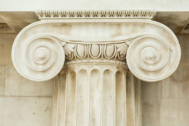 decorative detail of an ancient ionic column - chapiteau colonne architecturale photos et images de collection