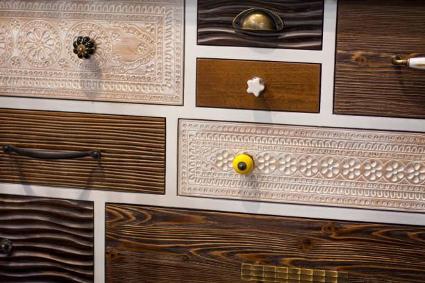 dekorative schubladen - griffe für küchenschränke stock-fotos und bilder
