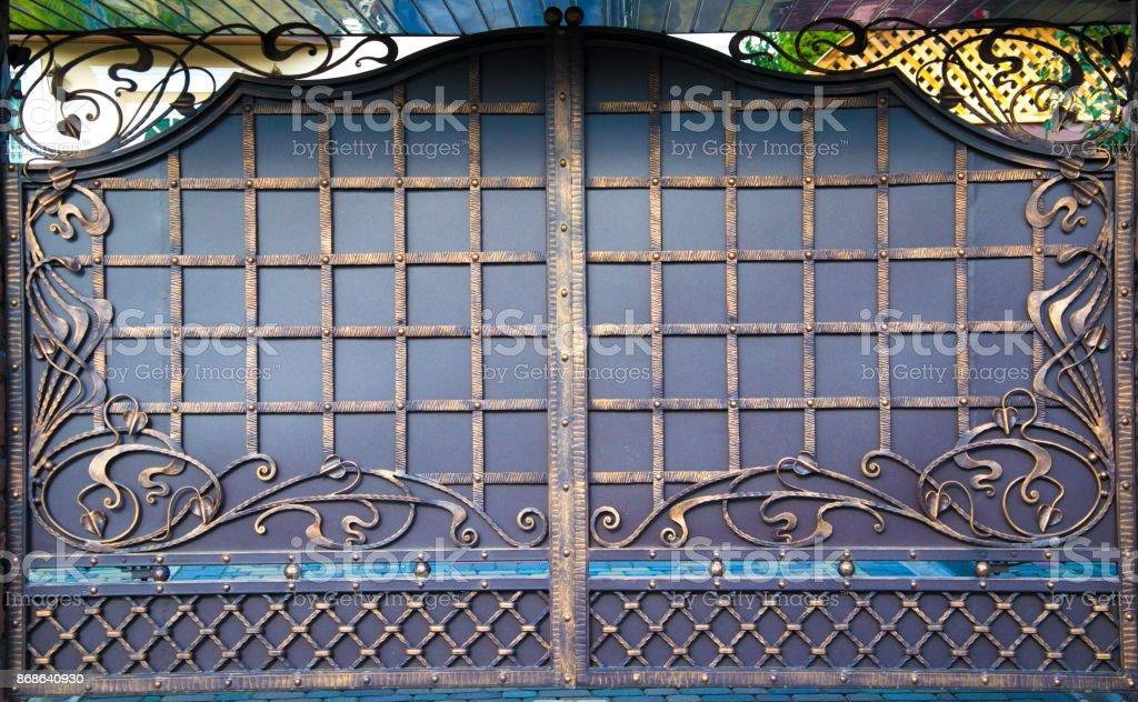 Barrera decorativa, forjada, valla en estilete antiguo - foto de stock