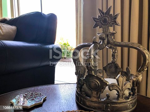 Decoration, Arrangement, Crown - Side table decorative items in the living room