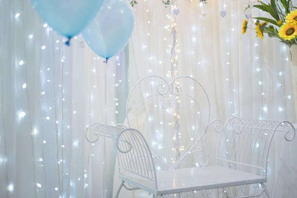 dekorative lichter für eine hochzeitsgesellschaft, neujahrs-party. - einladungskarten 50. geburtstag stock-fotos und bilder