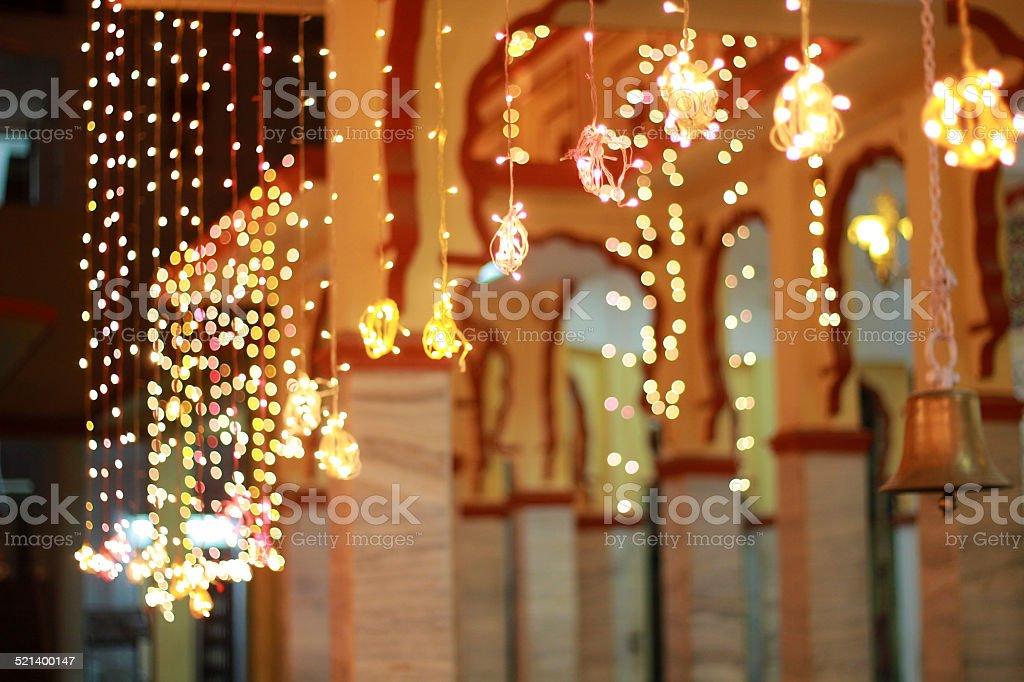 Luzes decorativas em um templo - foto de acervo