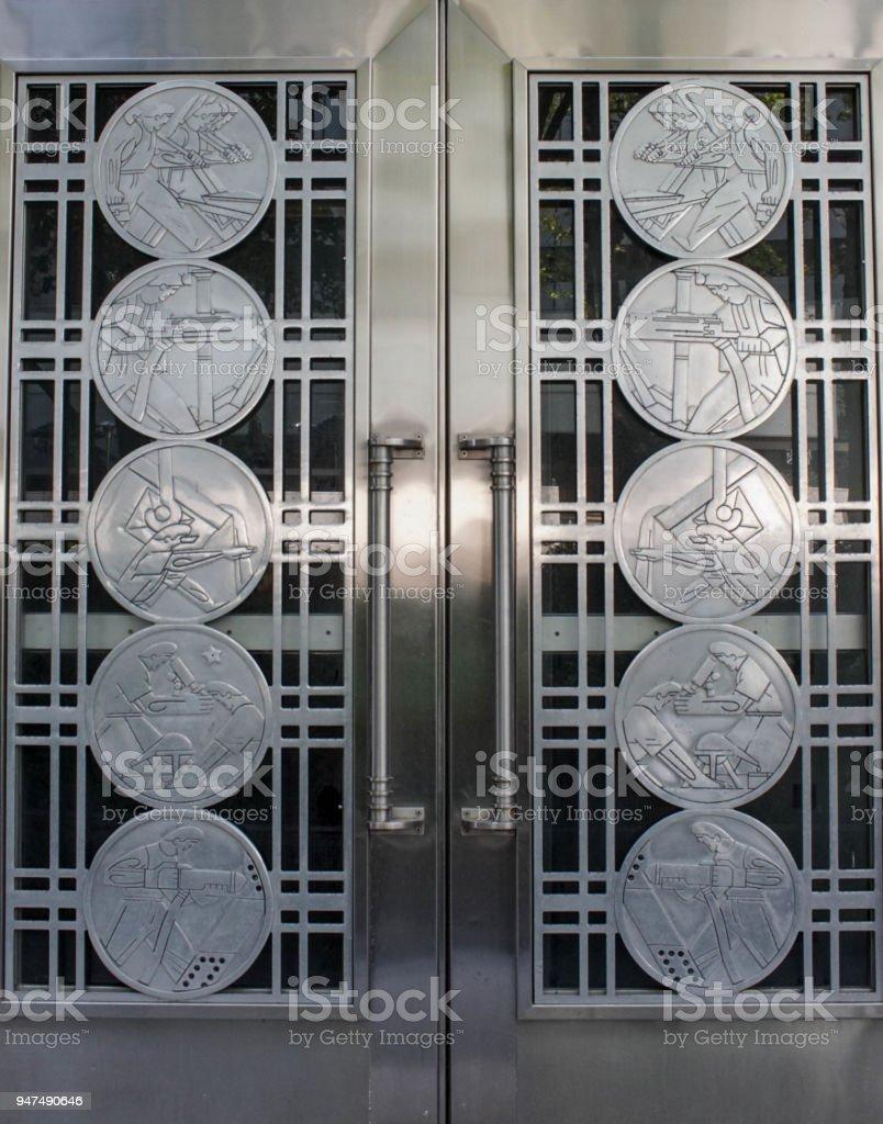 Puertas Metálicas Decorativas Foto De Stock Y Más Banco De