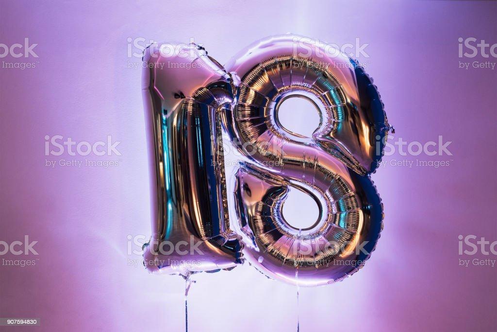 dekorative Nummer 18 für Geburtstage – Foto