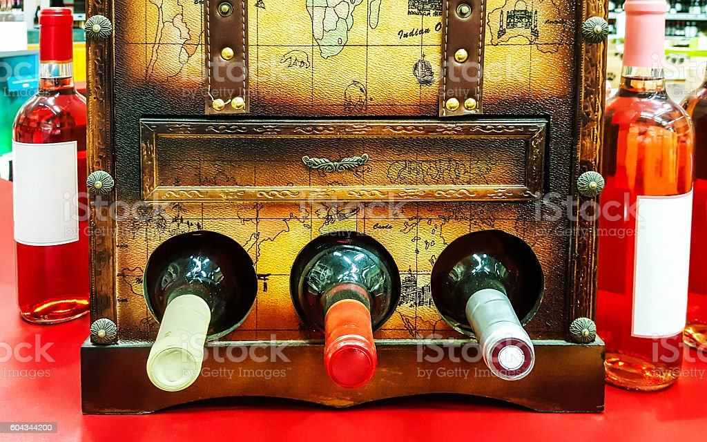 Decorative open the chest for storing wine bottles in the – Foto