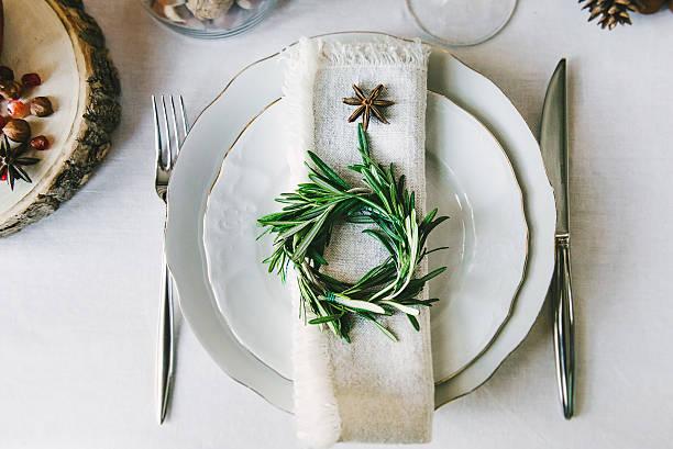 decorative wreath on a napkin as a part of table - restaurant inneneinrichtung stock-fotos und bilder