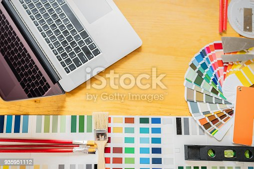 istock Decorator drawing on a house project. 935951112