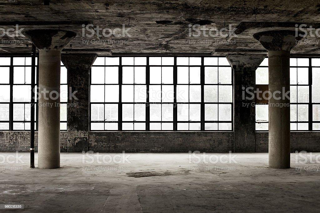 Fenster Loft wenn das industrial loft mit säulen und fenster stock fotografie und