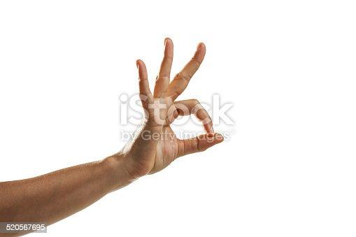 los dedos de la mano realizan un circulo