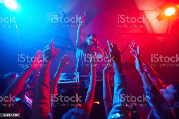 Deejay and crowd picture id684900902?b=1&k=6&m=684900902&s=612x612&h=8rvcfqunjzmecjtsxsu6bdjfcfevh3qznlimcoceilo=