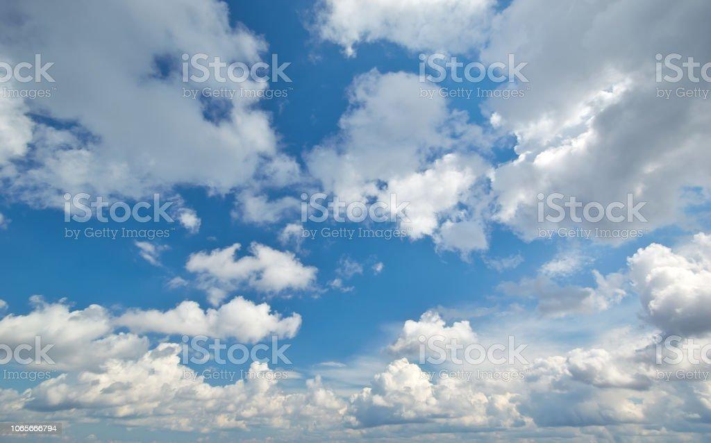 Tiefblauer Himmel – Foto