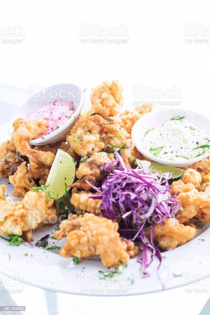 Snacktiefe Frittierten Tempura Meeresfruchte Moderne Fusion Gourmetessen Kuche Essen Tapas Stockfoto Und Mehr Bilder Von Essgeschirr Istock