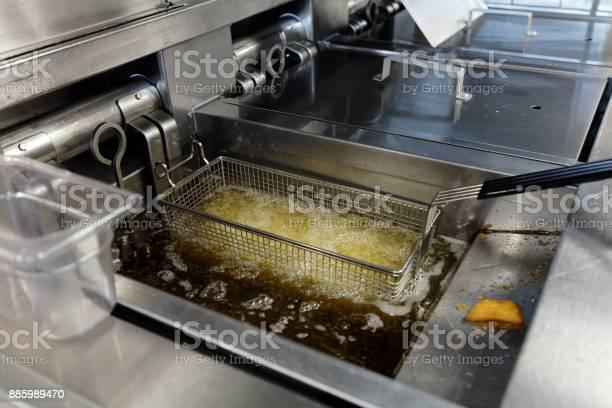 Deep frying potatoes picture id885989470?b=1&k=6&m=885989470&s=612x612&h=qqipq0hkob lgjsi67upewlnqlzuisy6ciql5 bbib4=