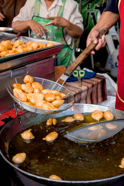deep-fried fish cakes made  in street food sho - cooking sho bildbanksfoton och bilder