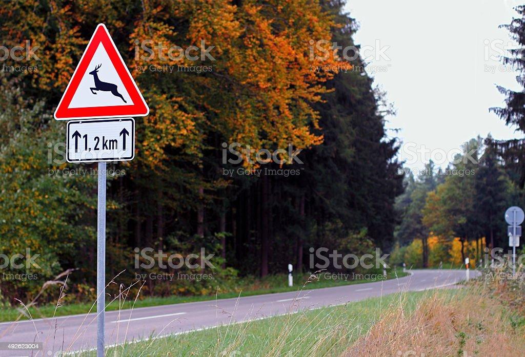 roadsign cruzamento de cervos - foto de acervo