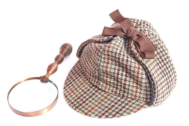 Cappellino vintage Deerstalker e lente di ingrandimento - foto stock.  Visualizza immagini simili. Donna in Berretto alla Sherlock Holmes ... 10661a911c8c
