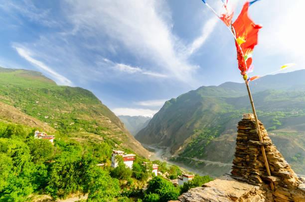 savunma kuleleri tibet danba köyü soupo - ganzi tibet özerk bölgesi stok fotoğraflar ve resimler