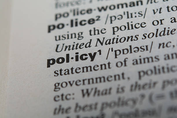 definition von dem wort politik - filzunterlage stock-fotos und bilder