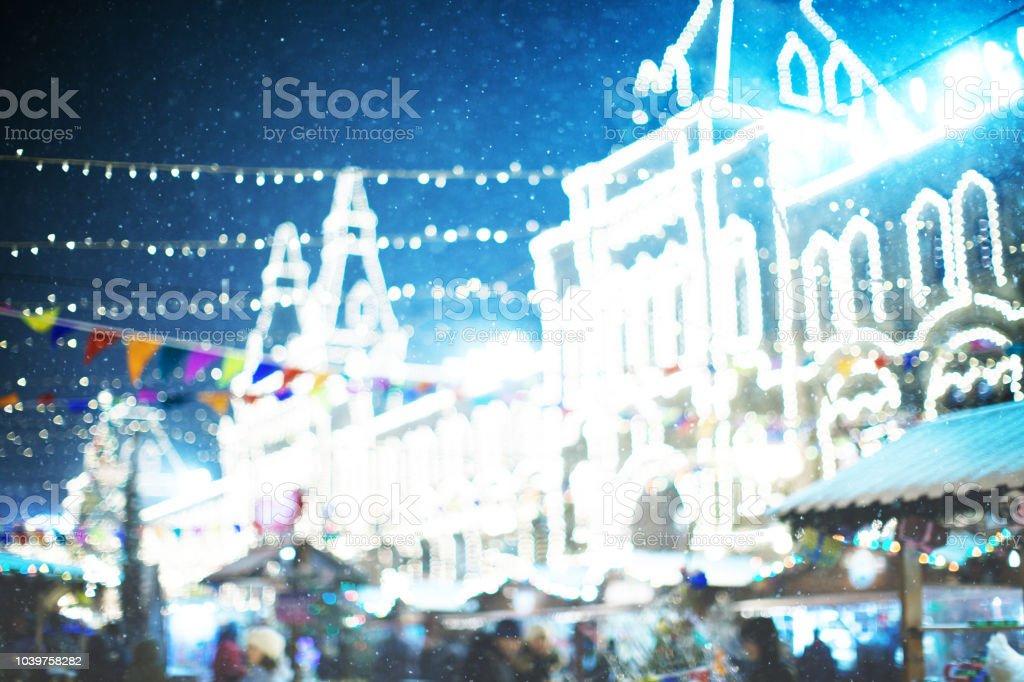 Weihnachtsbeleuchtung Außenbereich.Defokussierten Weihnachtsbeleuchtung Im Außenbereich Stockfoto Und