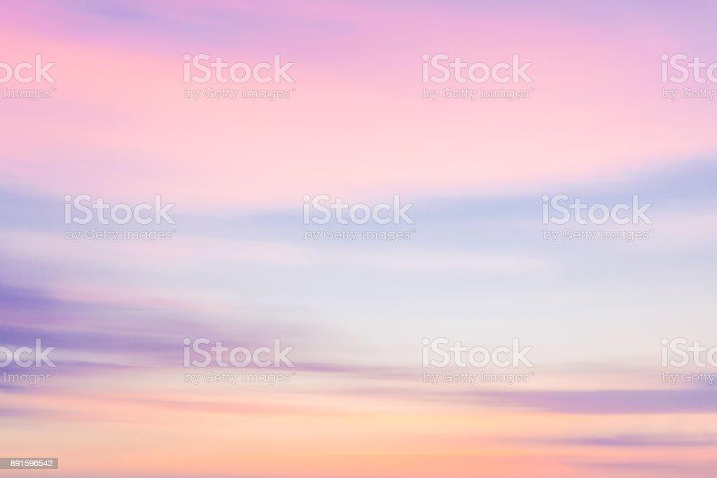 Unscharf gestellt Sonnenuntergang Natur Himmelshintergrund mit Schwenk Bewegungsunschärfe. – Foto