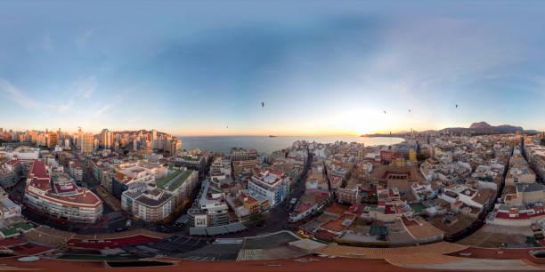 360 foto panorámica de la esfera de grado tomada en benidorm alicante en españa - 360 fotografías e imágenes de stock