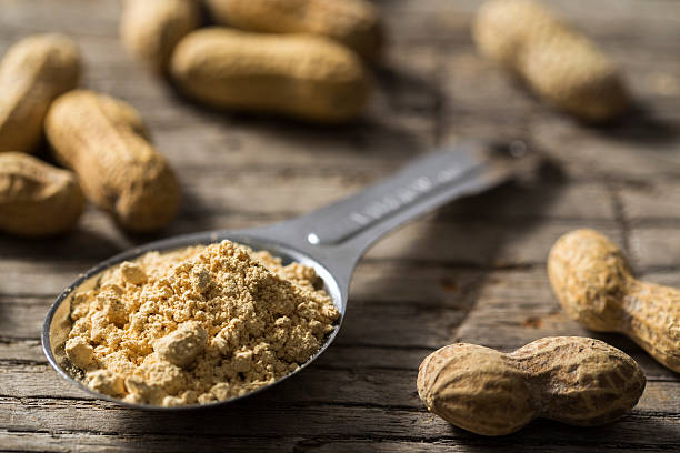 dehydrated peanut powder with peanuts - pinda voedsel stockfoto's en -beelden
