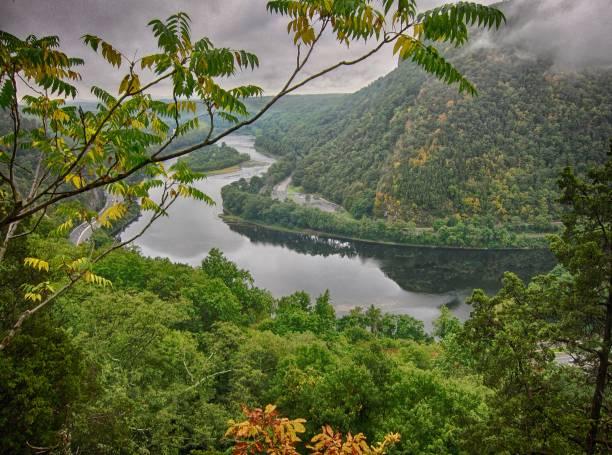 parc de delaware water gap - rivière delaware photos et images de collection