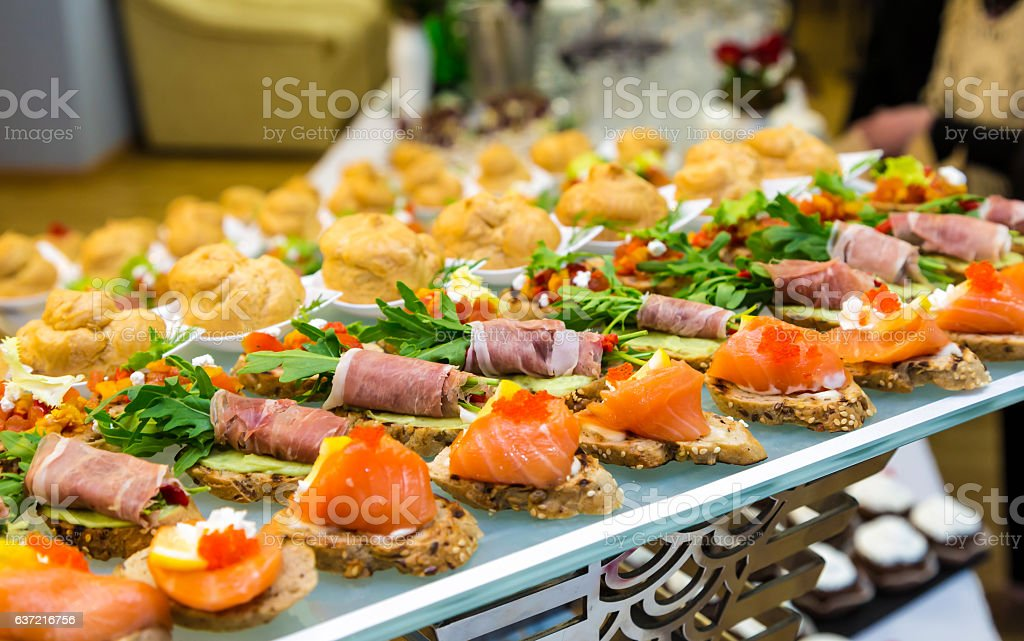 Delicacies and snacks at a buffet or Banquet. Catering - foto de stock