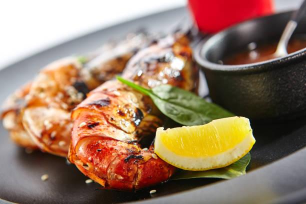 delikatesse gerichte der schickes restaurant - teppan yaki grill stock-fotos und bilder