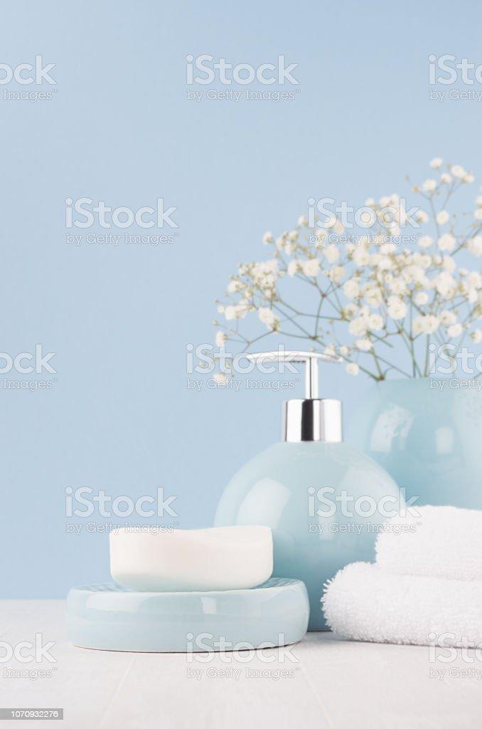 Feine Elegante Keramik Dekorationen Für Badezimmer Weichen Blauen ...