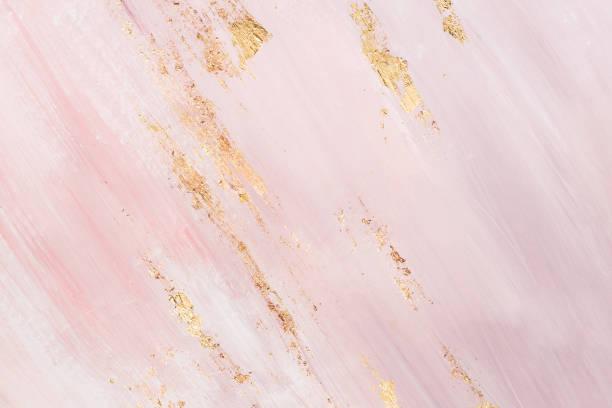 delikatne różowe marmurowe tło ze złotymi pociągnięciami pędzla. miejsce dla twojego projektu - różowy zdjęcia i obrazy z banku zdjęć