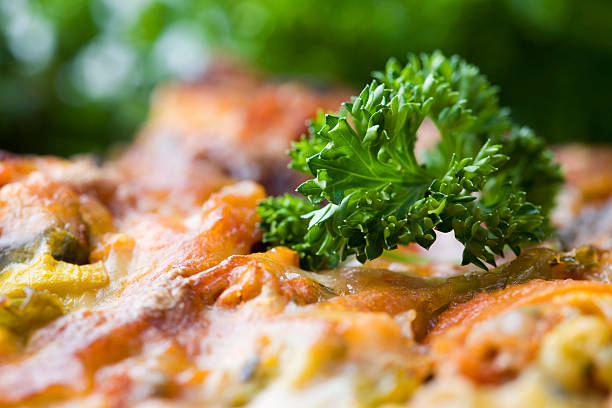 delicioius lasagne - käse zucchini backen stock-fotos und bilder