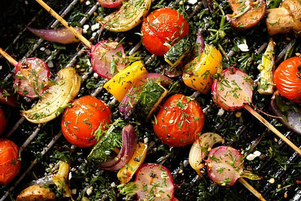 pyszne i zdrowe wegańskie szaszłyki - grillowany zdjęcia i obrazy z banku zdjęć