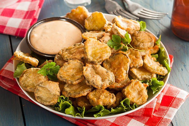 delicious battered fried pickles - kızartılmış stok fotoğraflar ve resimler